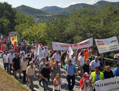 Oviaragón participa en la histórica manifestación en Ainsa contra la reintroducción de osos en el Pirineo